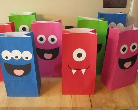 1e6e2cd30 Ideas de bolsas para fiestas infantiles | Crafts | Monster birthday ...