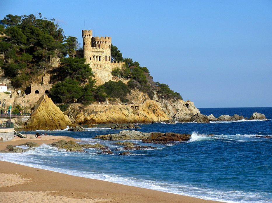 Lloret De Mar Except Of The Nice Clubs Also A Very Nice Beach Lloret De Mar Places To Travel Beautiful Places