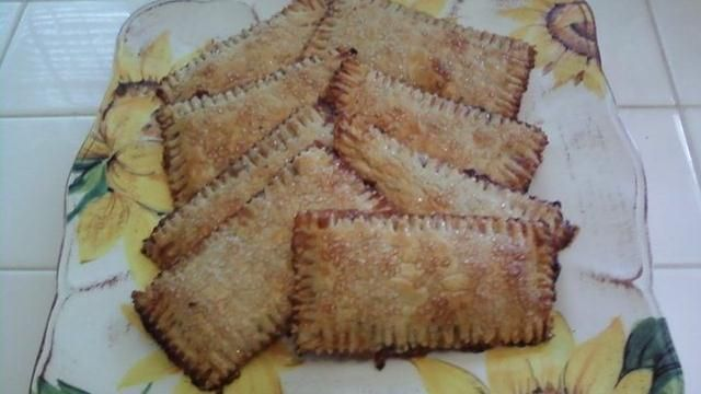 "homemade poptarts - Homemade dough and fruit filling could make poptarts a ""healthier"" option!"