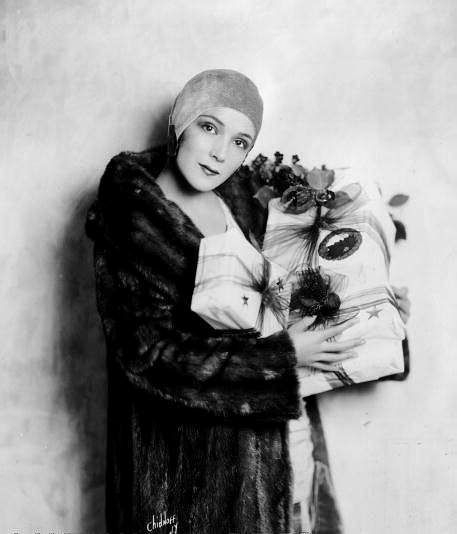 Dolores Del Rio Christmas, 1930s | Vintage 1930s | Pinterest ...