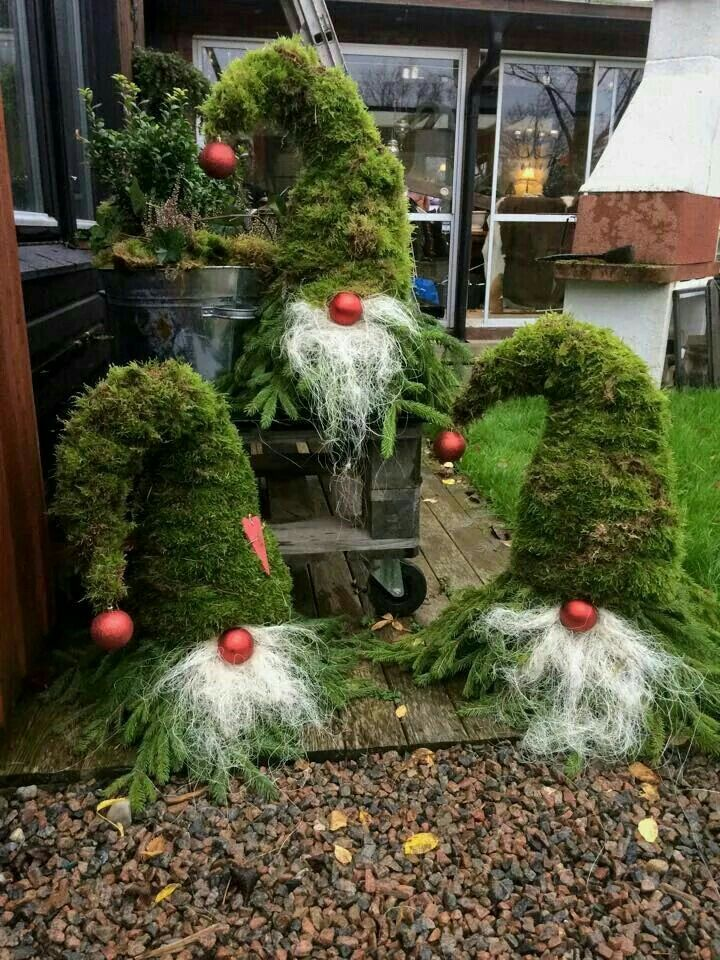 Build Outdoor Christmas Decorations.What A Fabulous Idea Using Pine Branches To Make These