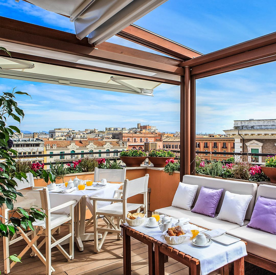 Looking For That One Of A Kind Vacation Rental In Rome This Extraordinary Penthouse Is Situa Accommodation In Rome Beautiful Villas