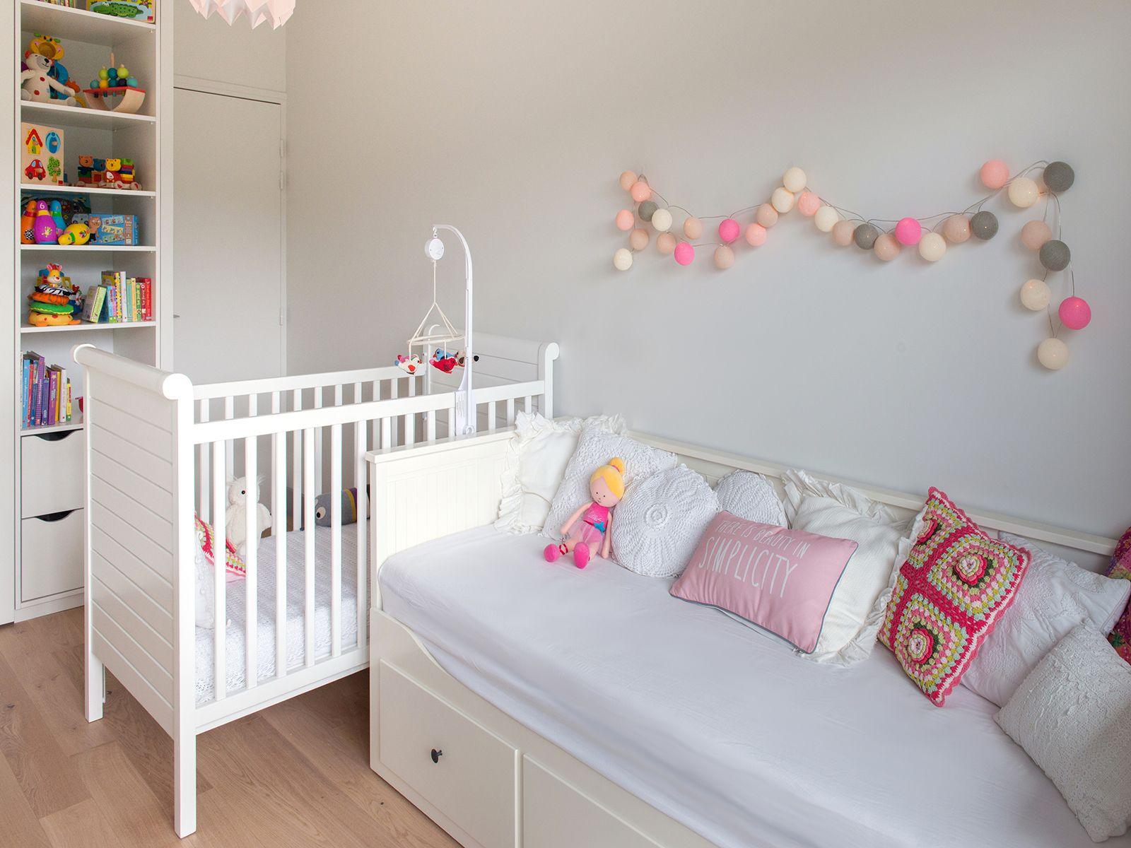 Chambre enfants aux touches pastel guirlande lumineuse La Case de Cousin Paul ralisation Murs