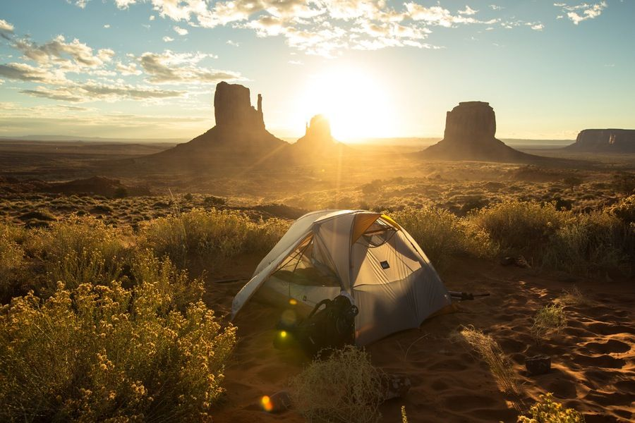 5 Things You Need To Know About Exploring Monument Valley Hillary + Matt