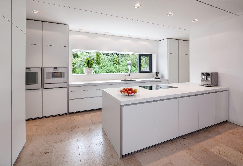 Küchenschrank ideen kleine küchen küche mit fenster mittig und beidseitig hochschränken  einrichten
