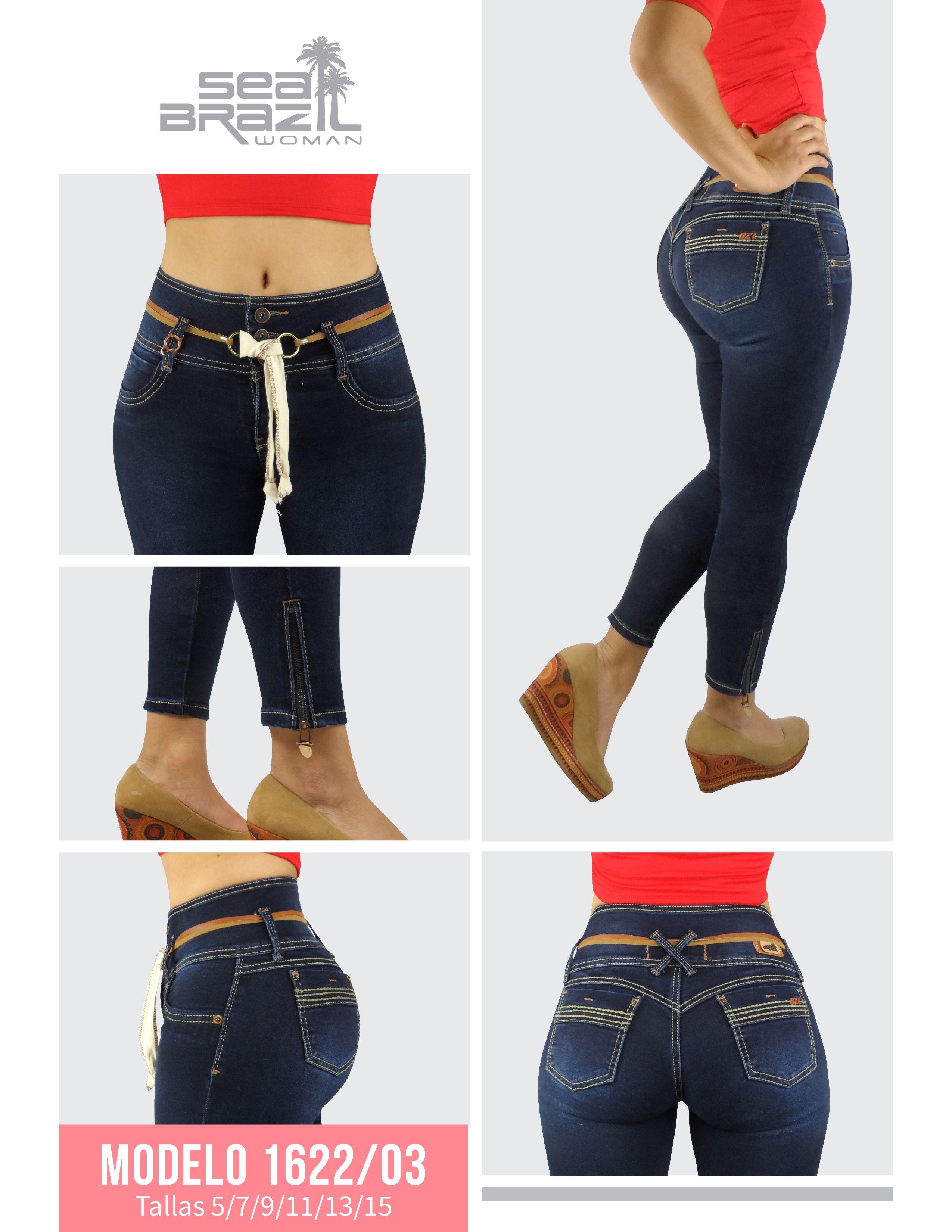 Jeans azul marino que hacen resaltar las costuras color beige. Sus ...