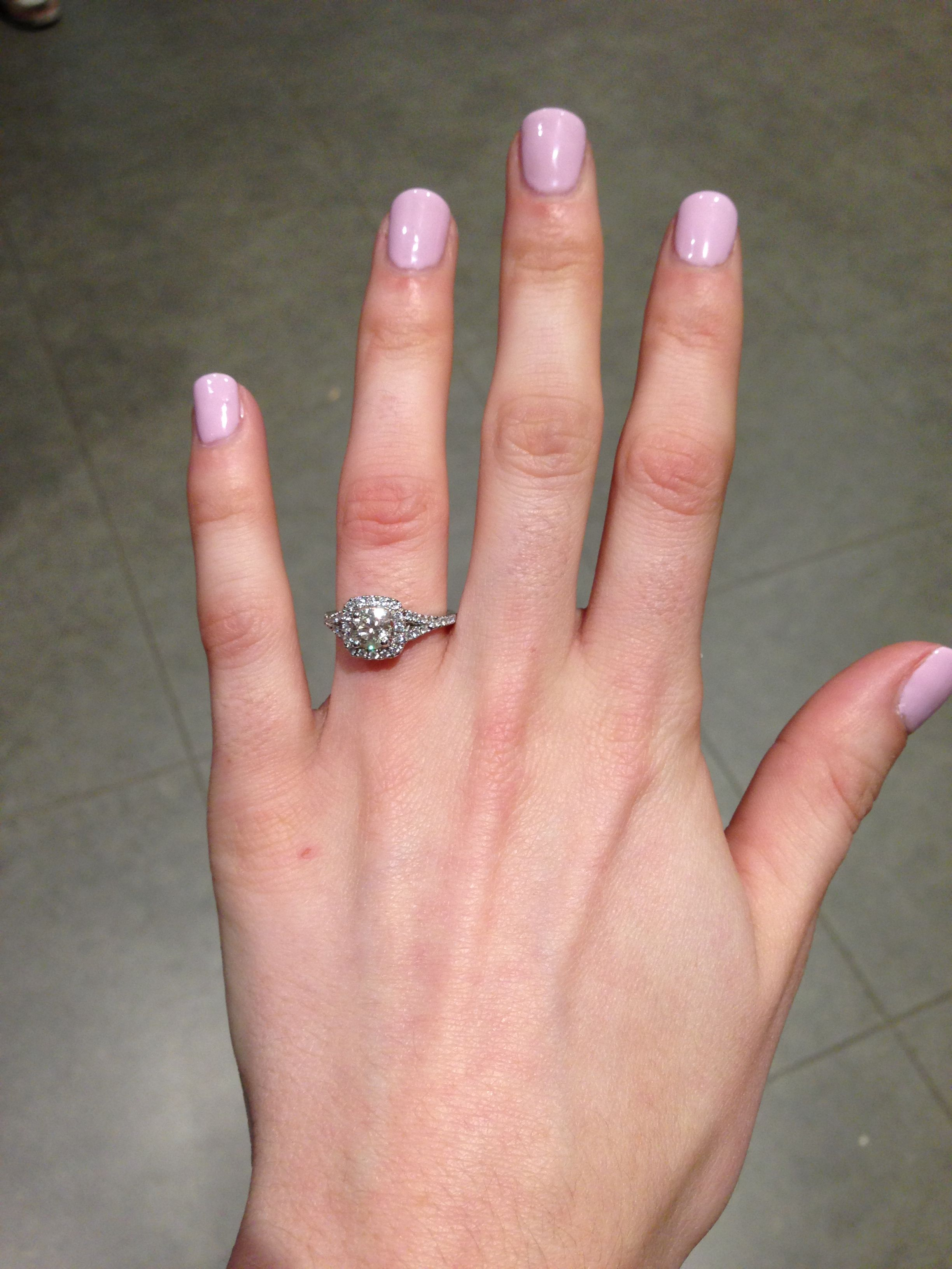 Now here is my engagement ring! Couldn\'t ask for anything better, it ...