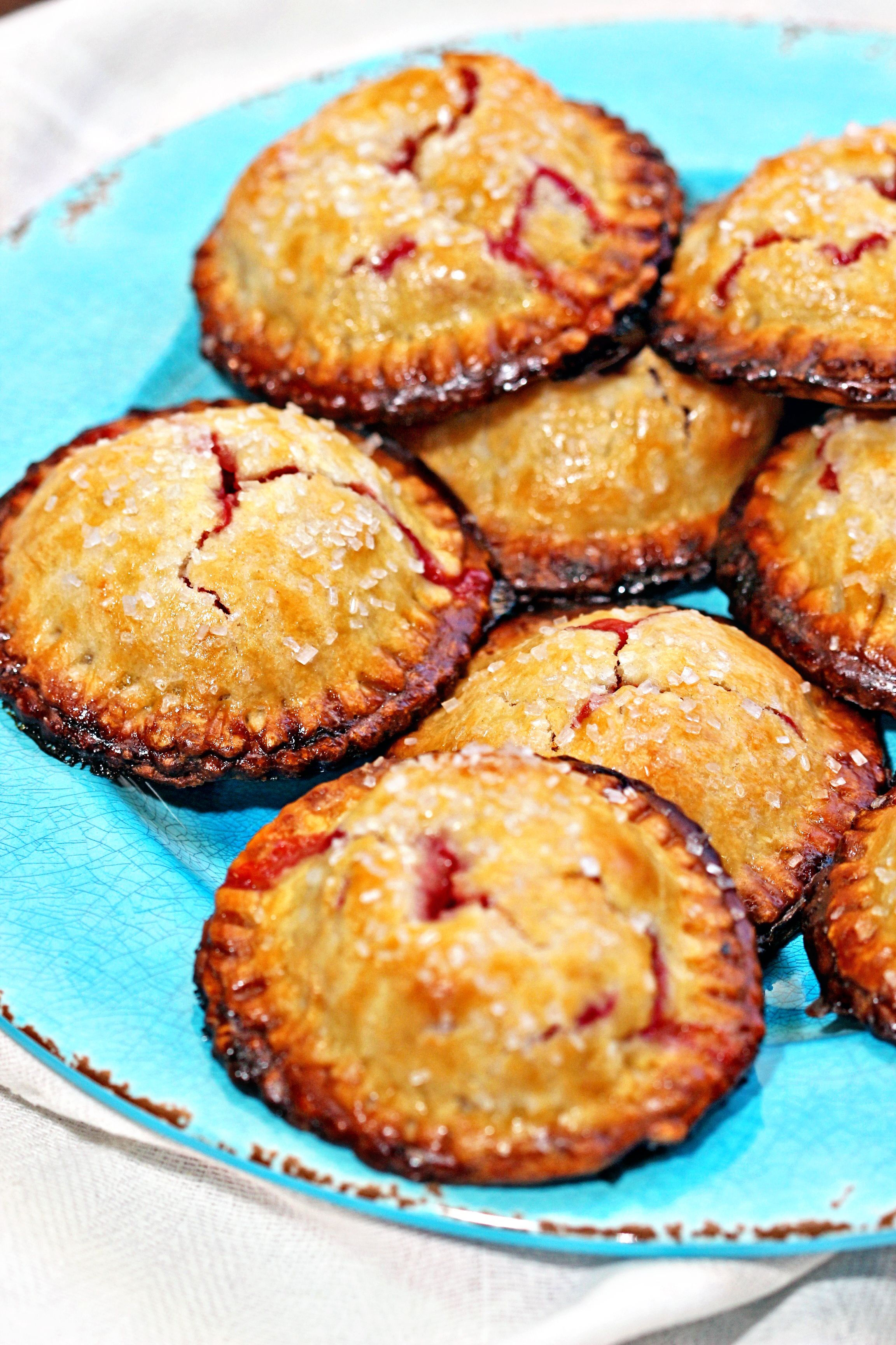 Rhubarb Apple Hand Pies| The tangy flavor of rhubarb has ...