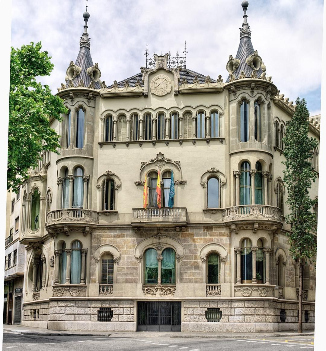 Allure of Art Nouveau.Casa Perez Samanillo is a building located at Avenida Diagonal on  the intersection with Calle Balmes in Barcelona. It was commissioned by Luis Pérez Samanillo a prosperous Spanish businessman who was last mayor of Manila in 1898 before moving to Barcelona to avoid the colonial war. The building was built in 1910 by Josep Joan Arizmendi and Hervàs; and renovated and expanded in 1948 by Raimon Duran i Reynals.#allure#artnouveau #20thcentury#architecture #interior#interior...: