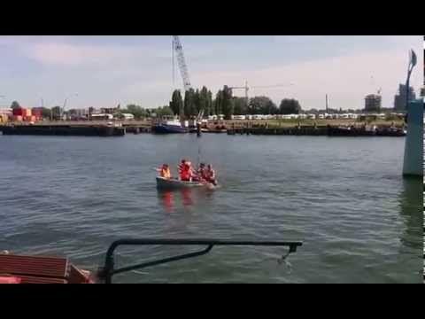 Aankomst Azart, Ship of Fools bij Noorderlicht te Amsterdam