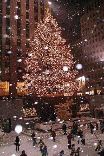 Asupernaturalnight25 In 2020 New York Christmas Christmas Wallpaper Christmas Lights