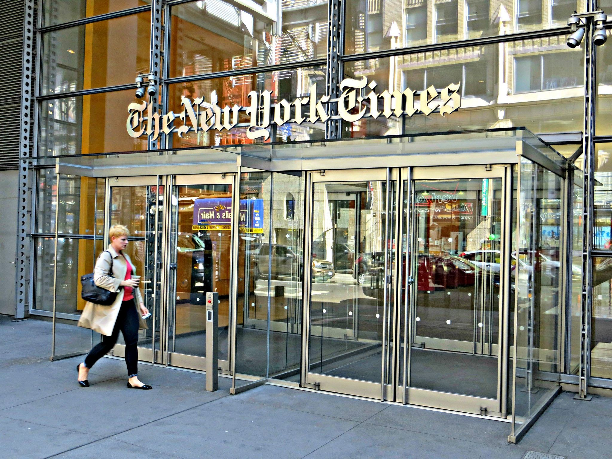 New York Times 620 Eighth Avenue New York City Renzo Piano New York Times Enter Door