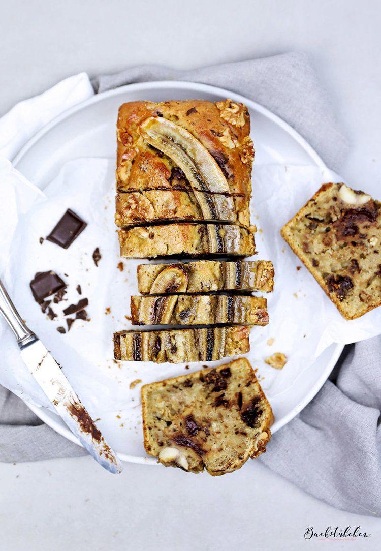 Backen ohne Butter und raffinierten Zucker: Bananenbrot mit Schokostückchen, Tahini und Walnüssen.