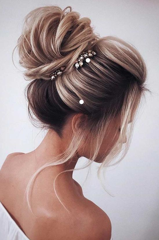 bruduppsättning långt hår