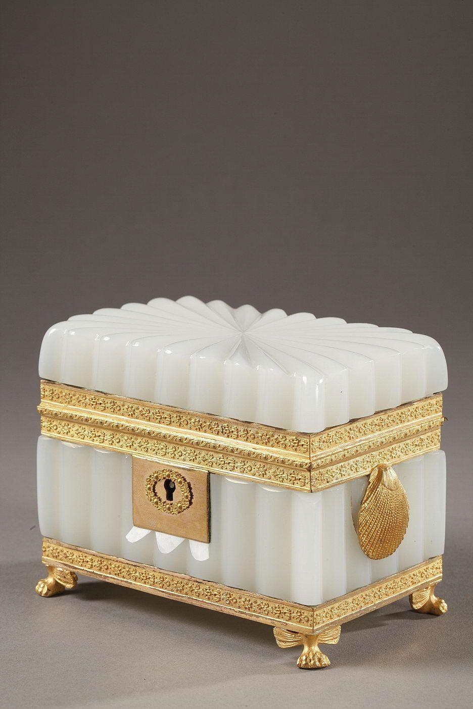 boite a bijoux opaline blanche