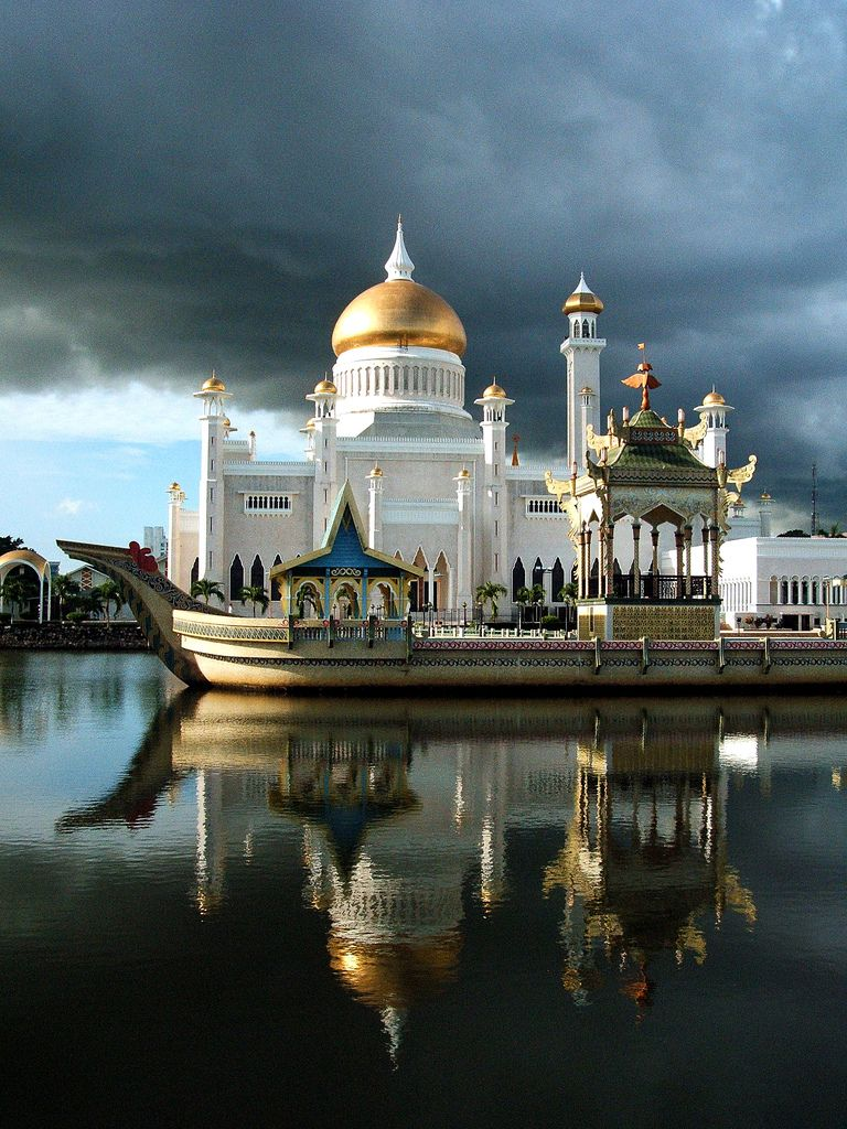 Big Mosque Of Brunei Wonders Of The World Places Around The World Places To Travel