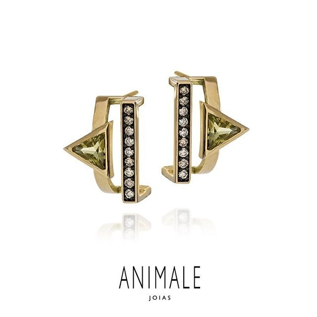Brinco Swing em ouro amarelo, diamante chocolate e quartzo oliva da linha #AnimaleJoias #joias #jewelry Foto: @daniel_geller