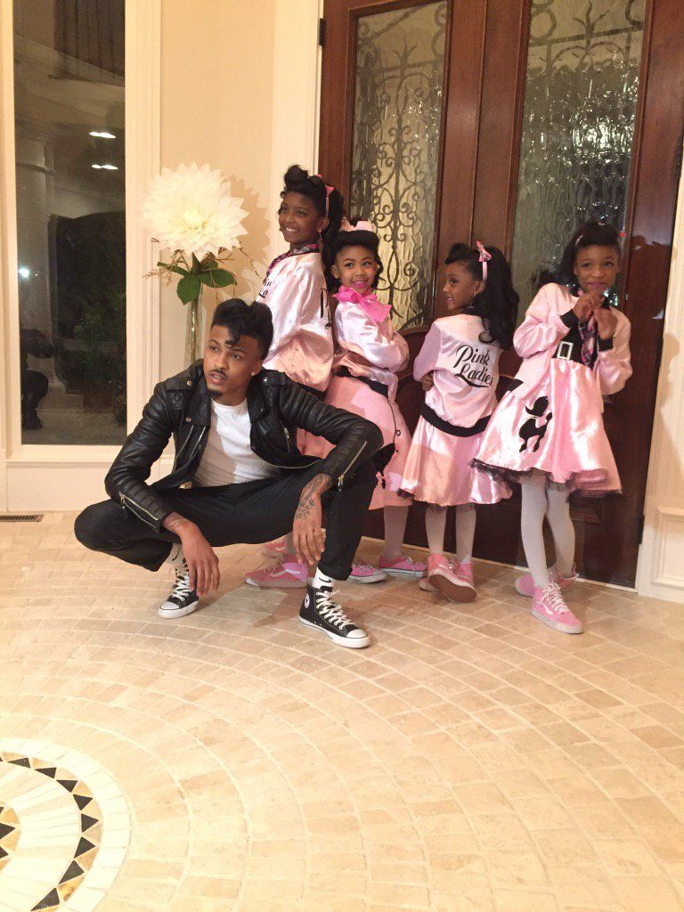 Baby on Halloween with his nieces ❤️