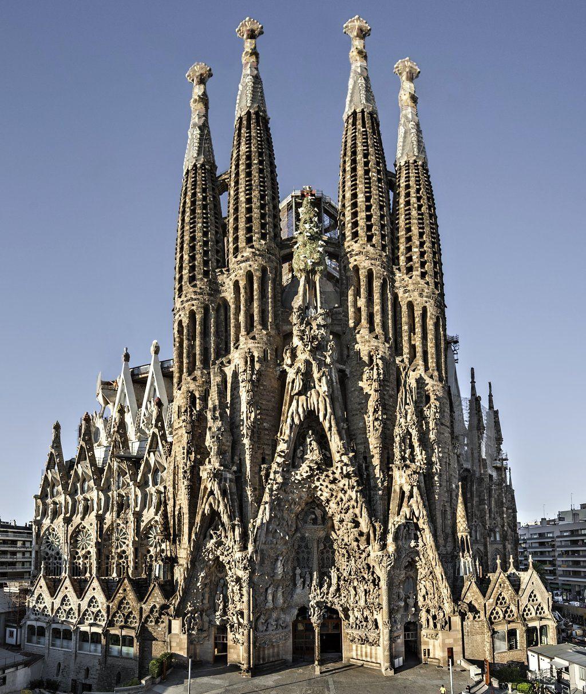 Basilica Sagrada Familia, Barcelona, Gaudi buildings ...