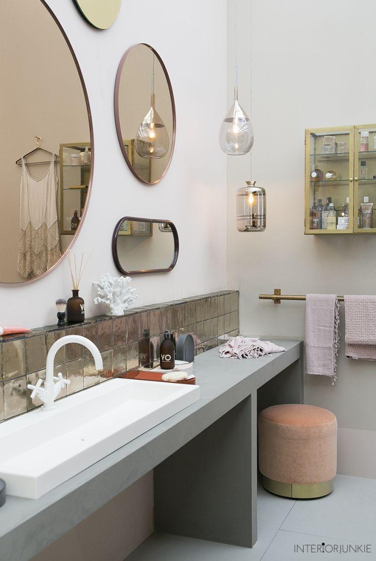 Zo mooi: een wand vol spiegels voor in de badkamer | Bathroom ...