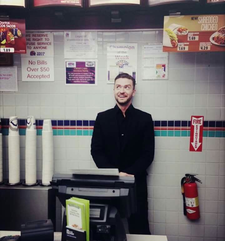 Justin Timberlake hiding in a Taco Bell