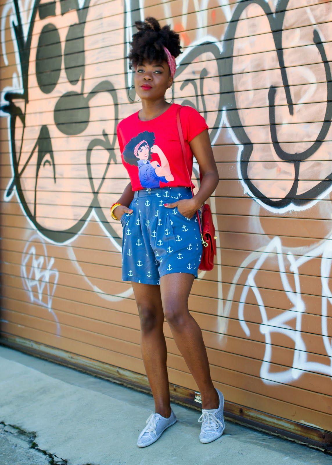 bermudinha + t-shirt + tênis.