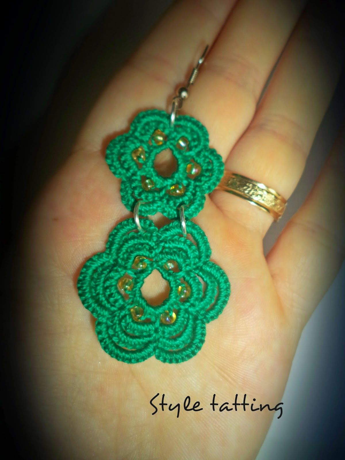 Style tatting: green circles