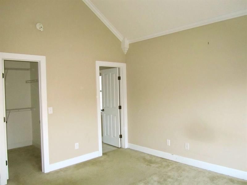 Vaulted Ceiling With Crown Molding