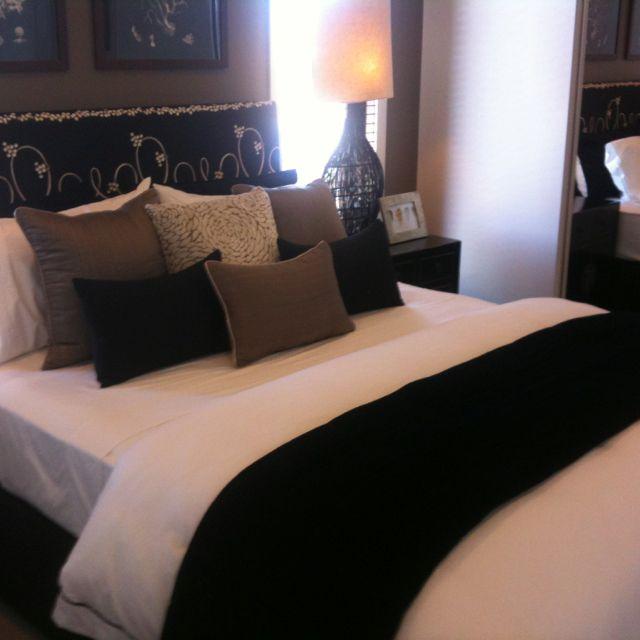die besten 25 kissen anordnung ideen auf pinterest bett kissen anordnung schlafzimmer. Black Bedroom Furniture Sets. Home Design Ideas