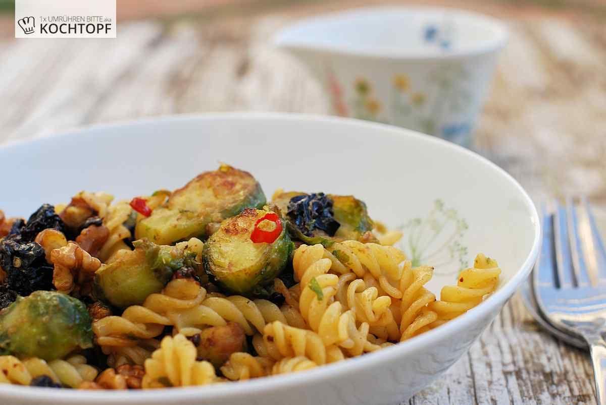 Winterpasta mit Rosenkohl, Pflaumen & Walnüssen | Recipe | Pasta and ...