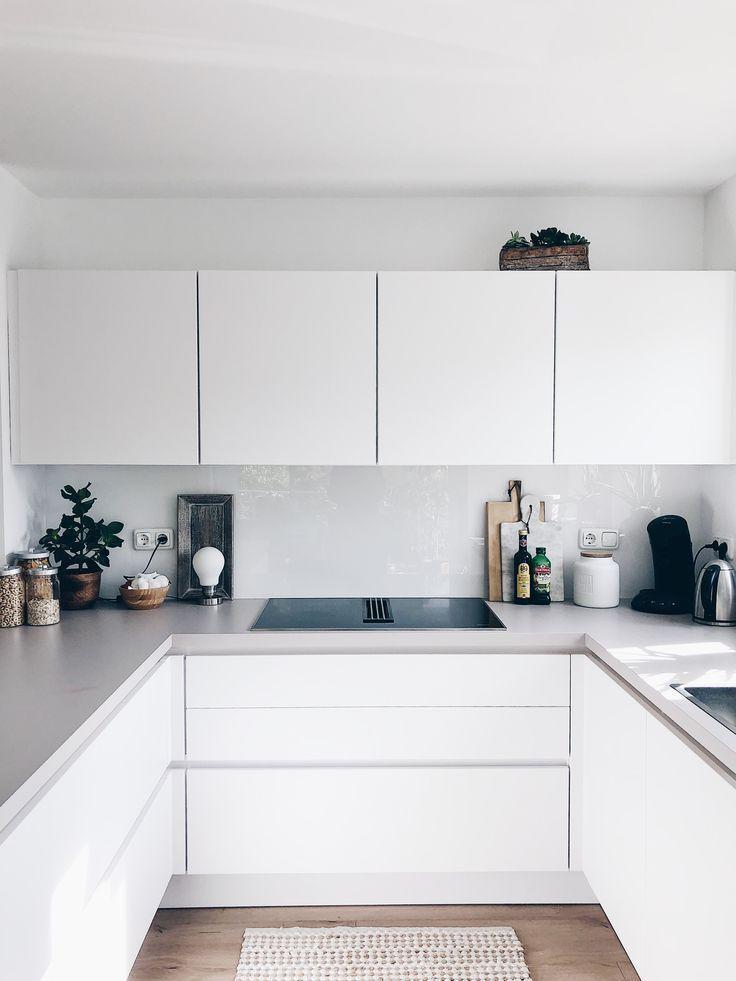 Unser Traum In Weiss Und Grifflos Arbeitsplatte Grifflos Traum Und Unser Wohnung Kuche Haus Kuchen Kuchen Design