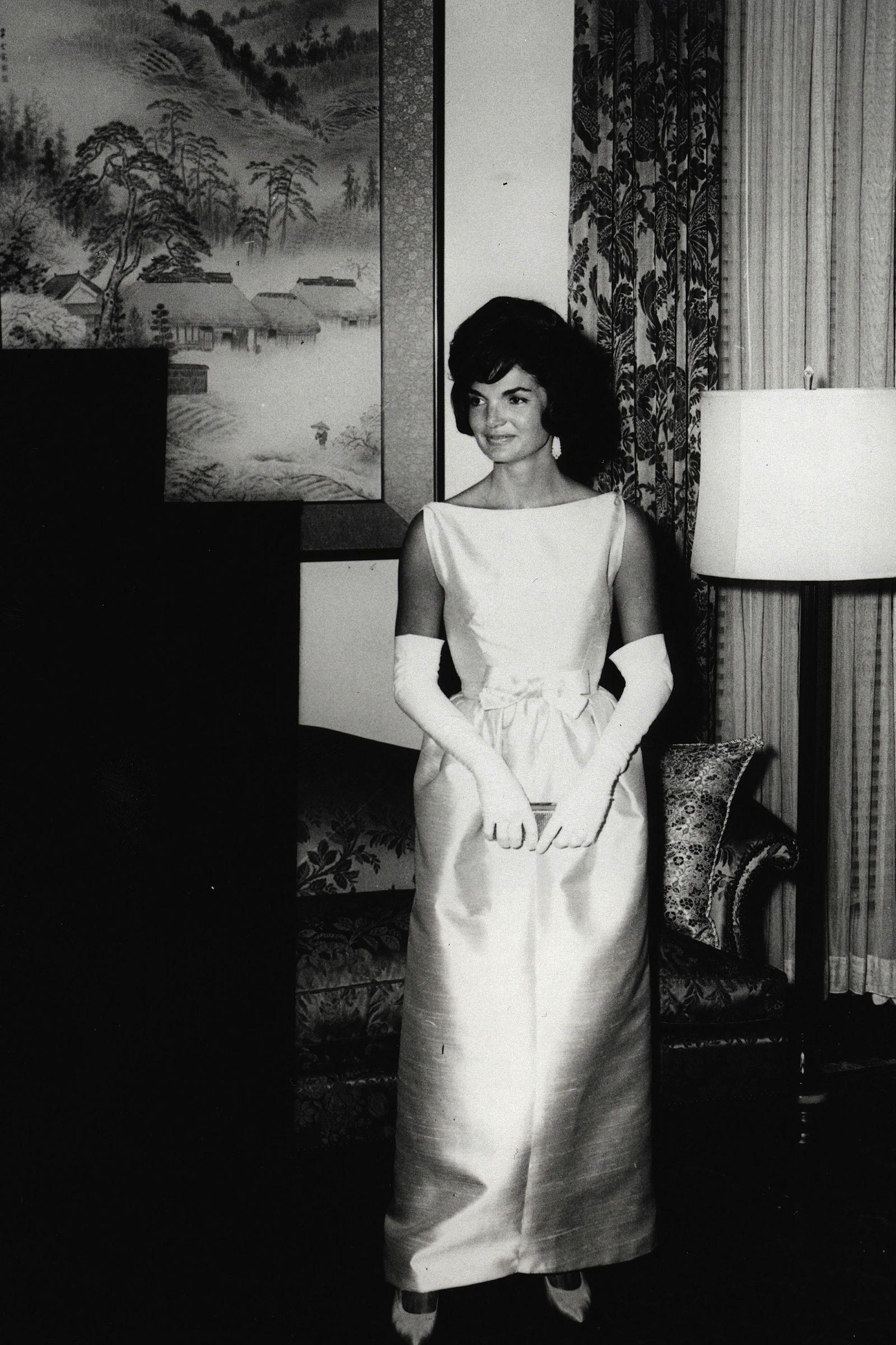 In Photos Jackie Kennedy Onis S Iconic Style Harpersbazaar