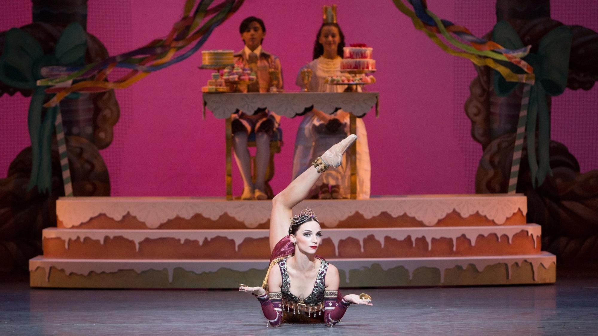 Review In A Season Full Of Nutcracker The Brilliance Of Balanchine Shines Through City Ballet Nutcracker Ballet Music Centers