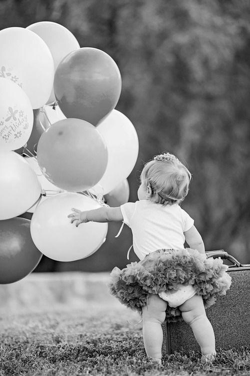 baby-balloons-tutu-diaper-butt-alisha-baocn-photography-professional-Knoxville-portrait.jpg