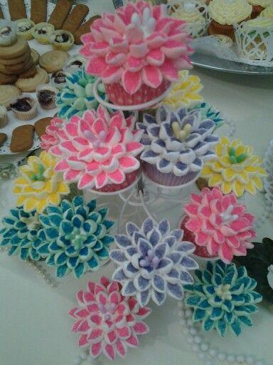 Marshmellow flower cupcakes :)