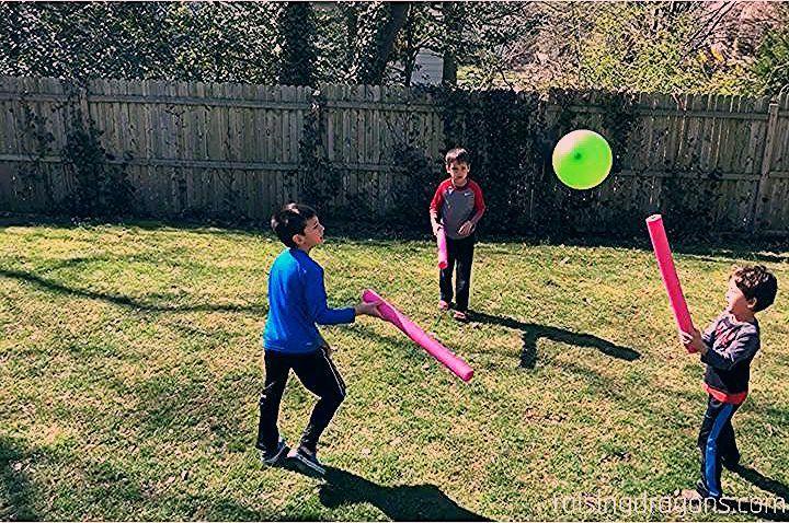 Photo of Pool Noodle Balloon Game * ab 1 Jahr ⋆ Raising Dragons