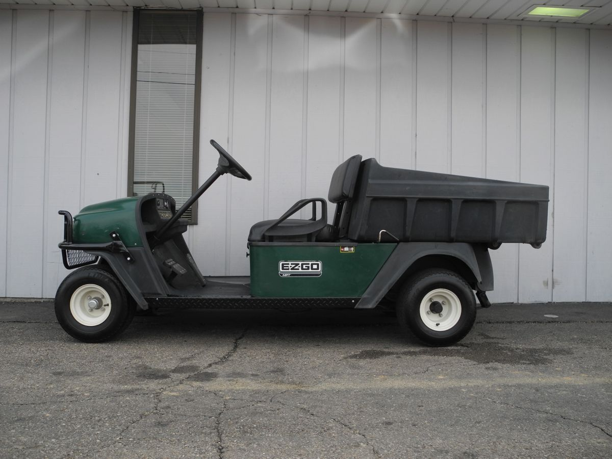 This 2007 EZGO MPT 1200 gas powered utility cart boasts