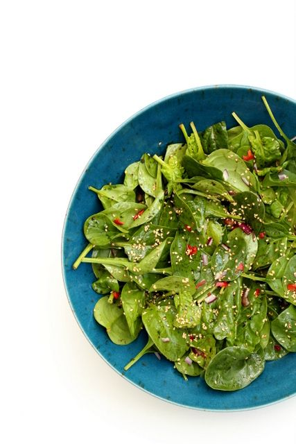 A quick five ingredient Sesame Spinach Salad. This goes well with grilled meats and vegetable. - Recipes From A Pantry