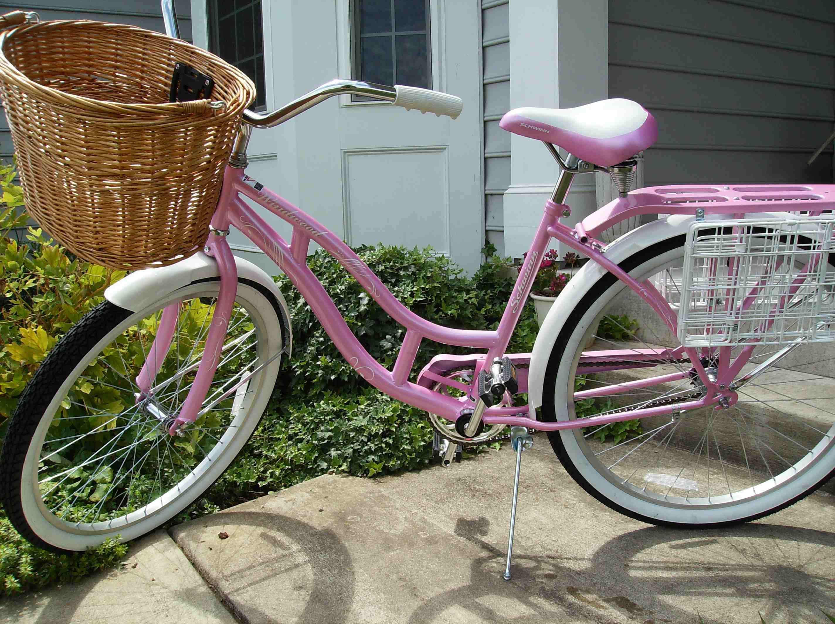 I would love to have a pink bike like this one. Especially love ...