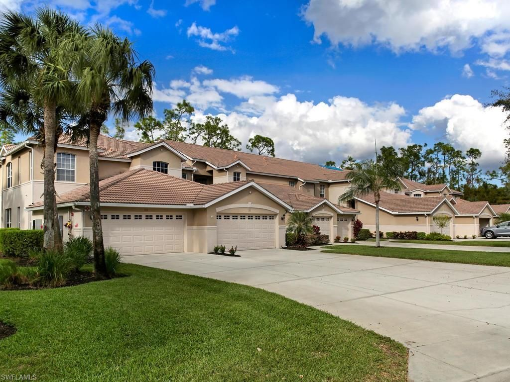 Lovely 1 724 Sqft Condo Located In The Friendly And Gated Community Of Wedgewood At Vanderbilt Country Club Beautifully Community Pool Home Buying Club House