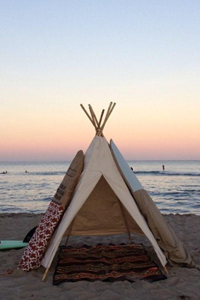 Women Acampar En La Playa Casas De Playa Y Contacto Con La