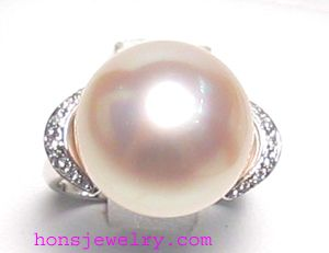Love the pinkness in this pearl :)