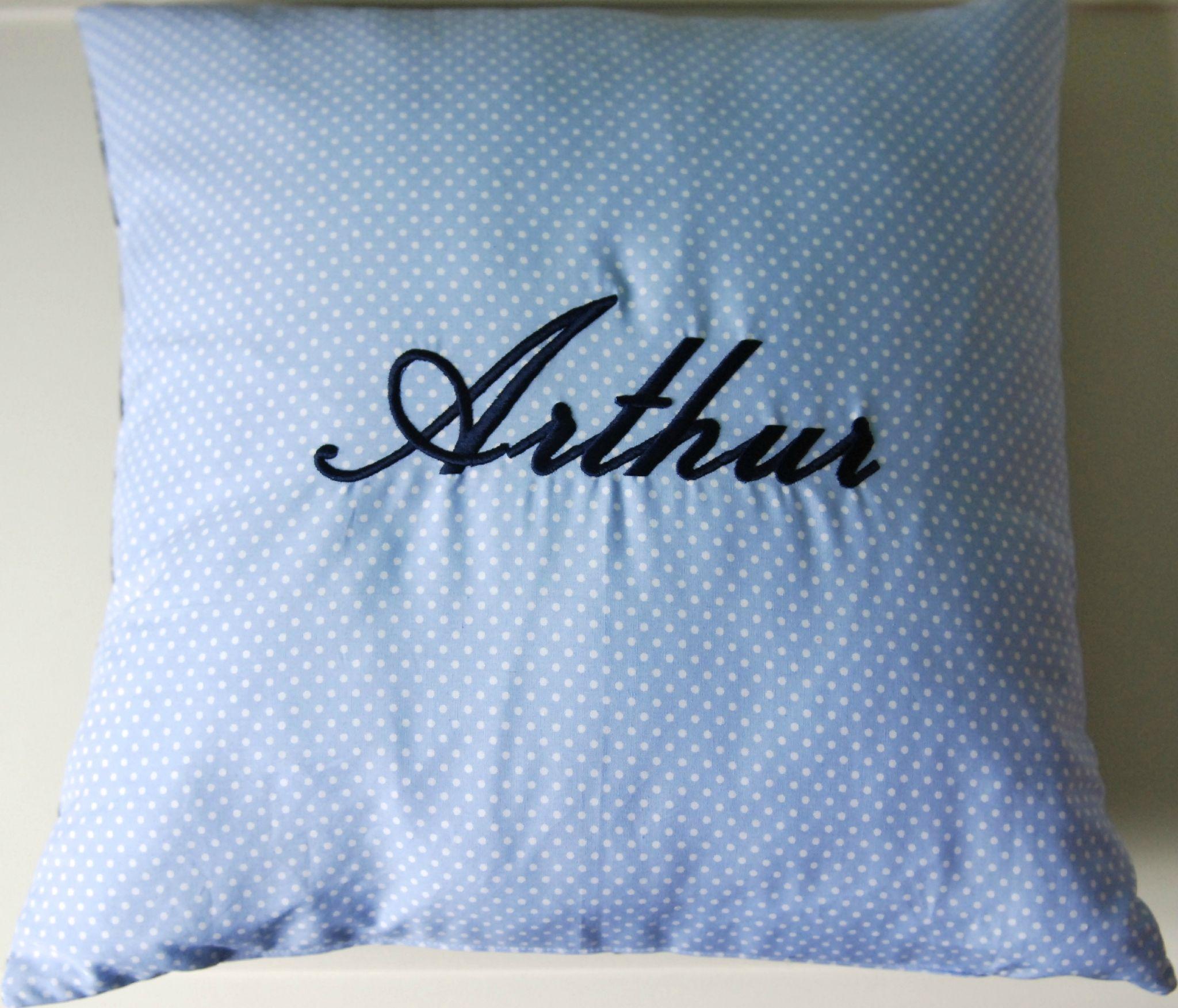 coussin arthur coussins id e cadeau fait main cadeaux. Black Bedroom Furniture Sets. Home Design Ideas
