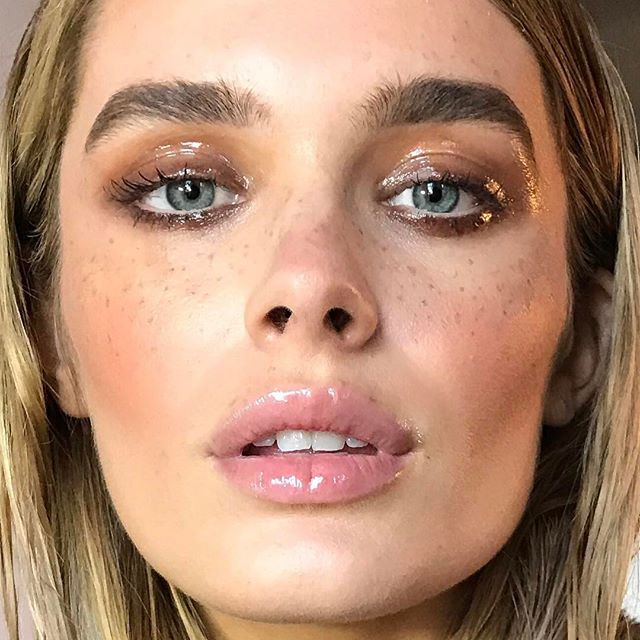 Close up glossy and gorgeous @chloelloyd 💦 #nikki_makeup #fauxfreckles