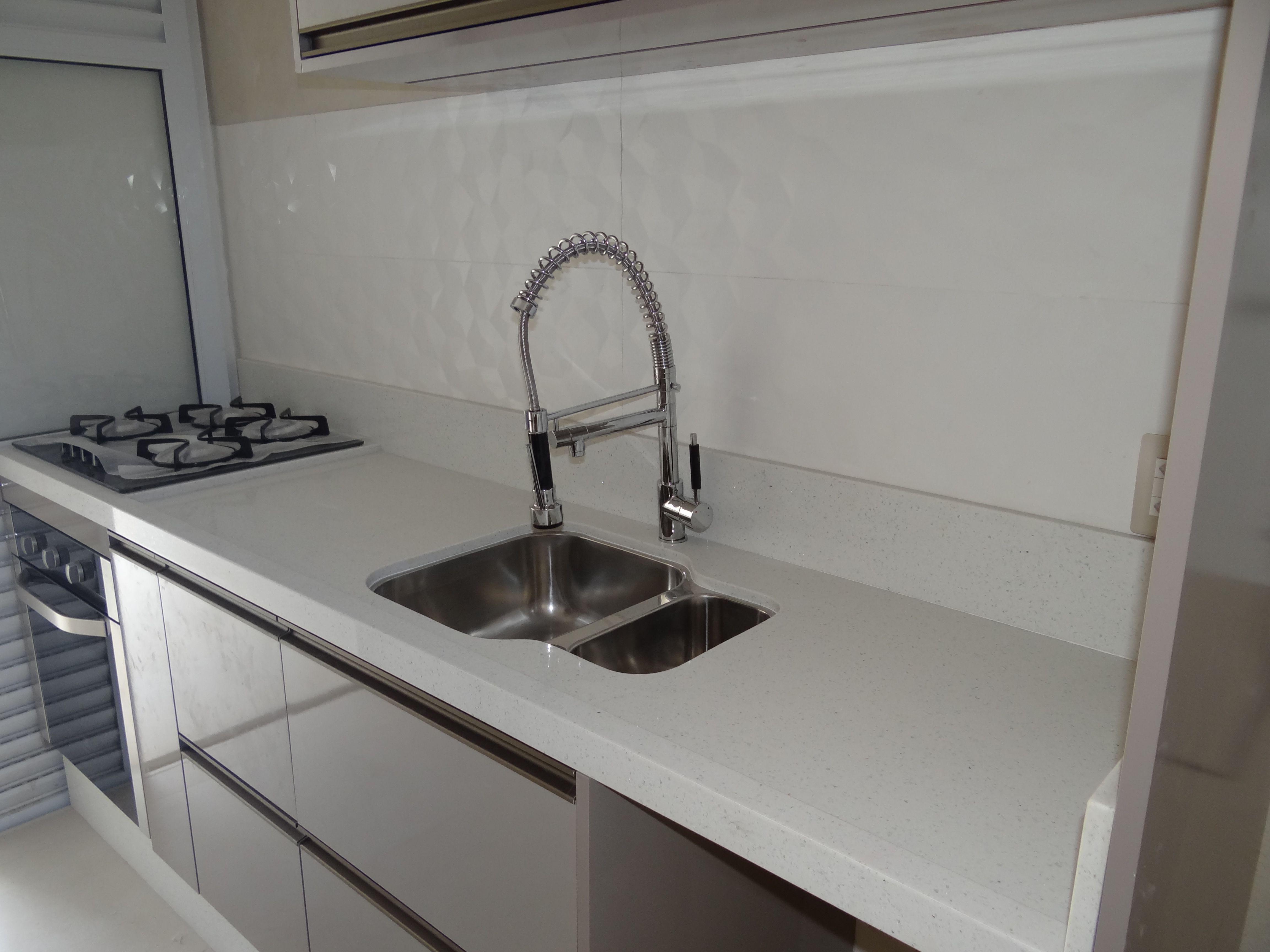 Cozinha Laca Fendi Com Puxador Perfil Bronze Executado Por Casa