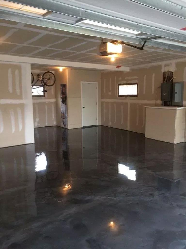 30 Garage Flooring Ideas For Men Paint Tiles And Epoxy Coatings 16 Plancher Epoxy Plancher Revetement Sol