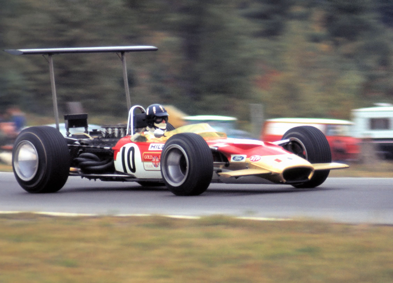 10 Graham Hill (GB) - Lotus 49B (Ford Cosworth V8) 2 (3) Gold Leaf ...