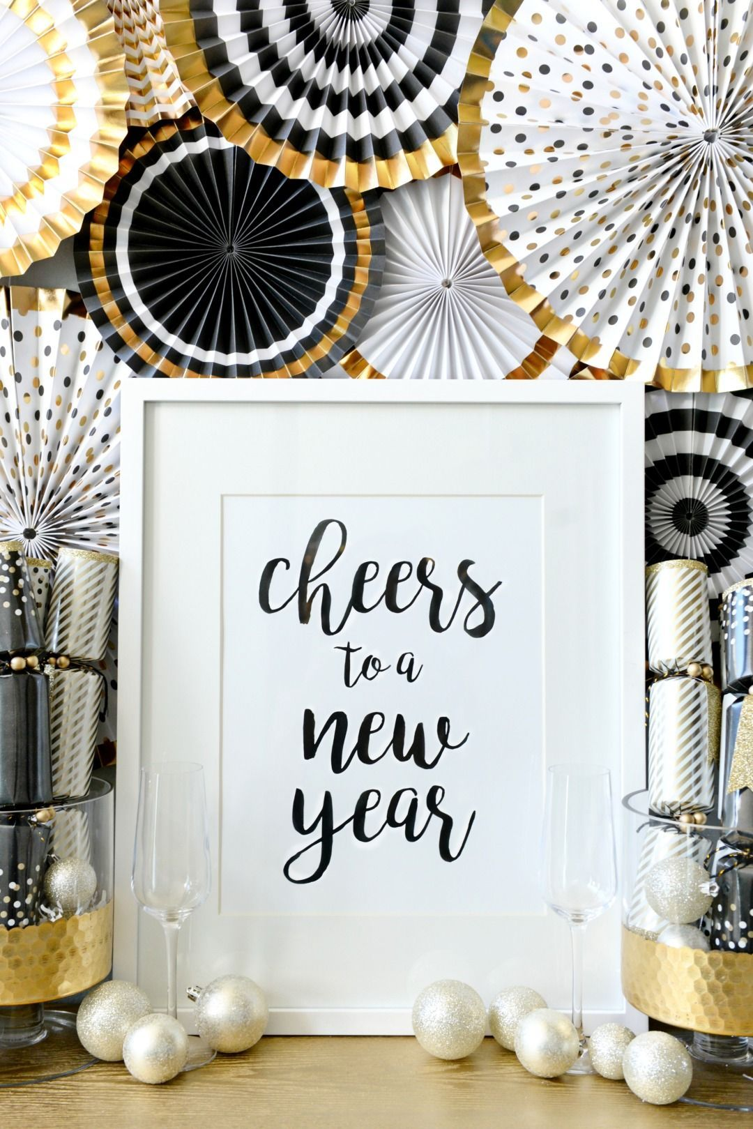 make your new years eve party shine with decor ideas that are easy to accomplish last minute black and gold is the name of the game for a festive new
