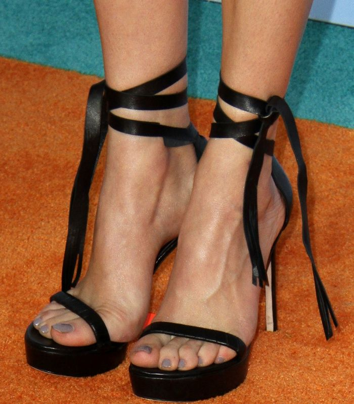 0a0849b4f13 Peyton List wearing black sandals at the 2017 Kids  Choice Awards ...