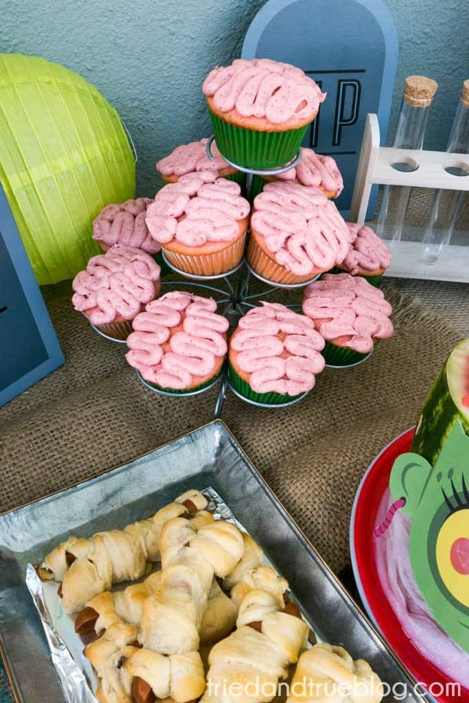 Halloween Zombie Party für Kinder! - Cupcakes ,  #Cupcakes #für #Halloween #Kinder #Party #Zombie #halloweenfood